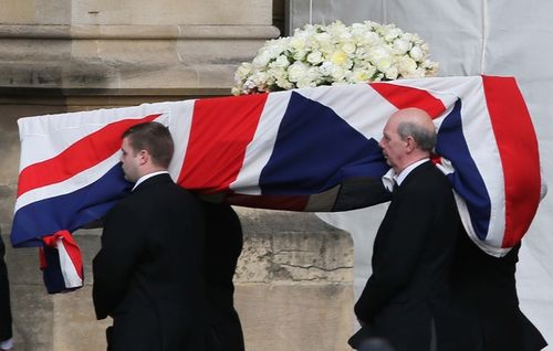 I-Images_SL_thatcher_coffin_arrives_parliament_008