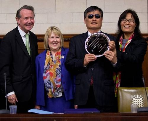 Chen receives his award from Fiona Bruce MP and Lord Alton of Liverpool