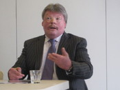 Simon_weston